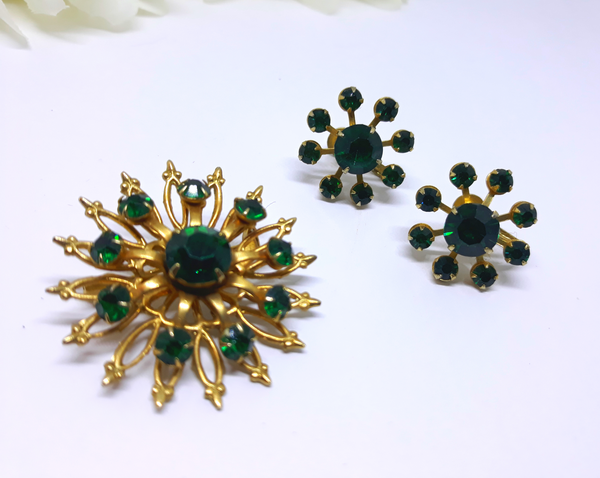 Vintage Signed CORO, 60s EMERALD brooch and screw-back Earrings, Starburst, Green