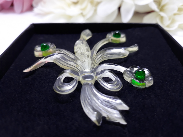1940s Clear and Green Lightweight Lucite Brooch