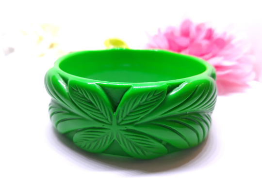 1940s Vintage Inspired Carved Tiki Bangle in Green, Fakelite