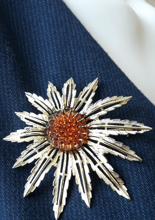 Sarah Coventry 1960s Floral Starburst Brooch - Gold and Amber