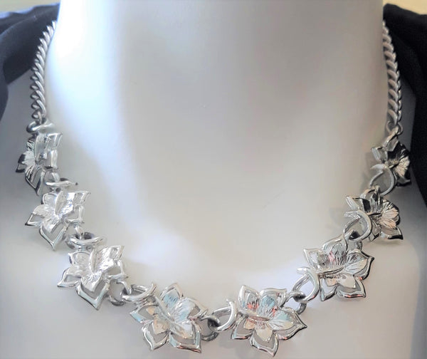 1960's Vintage Silvertone Leaf Necklace - In Excellent Condition
