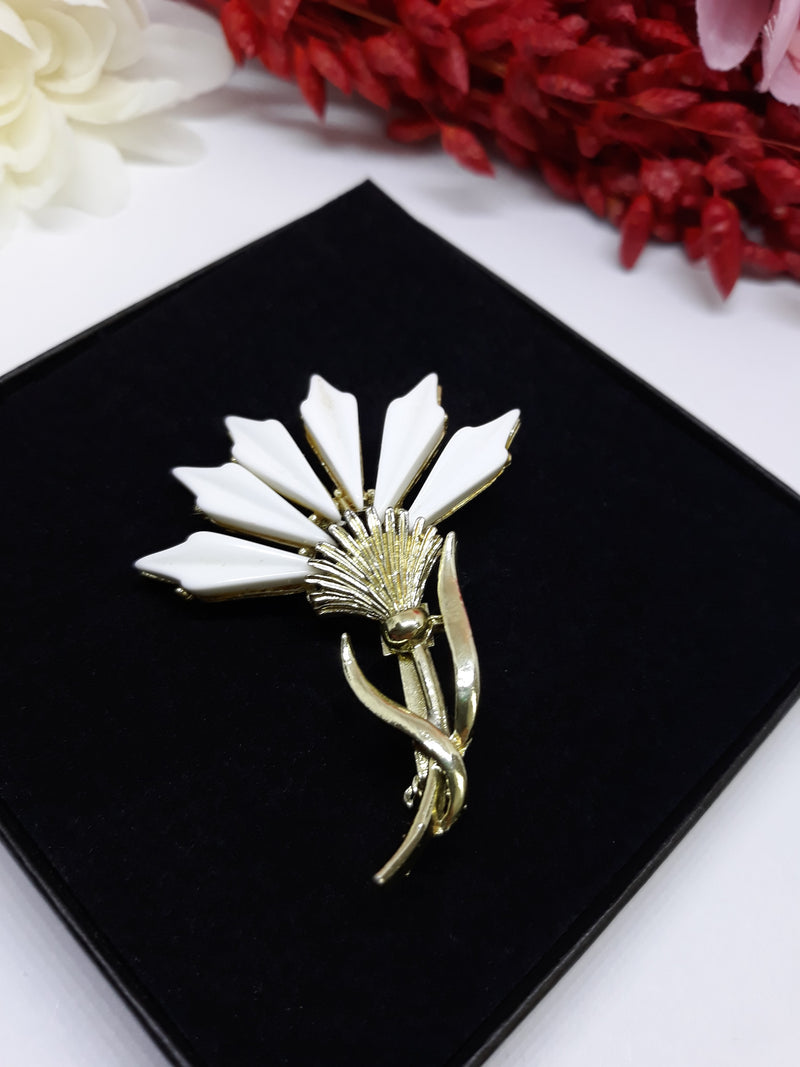 White Thermoset Vintage Thistle Brooch, 1950s-60s