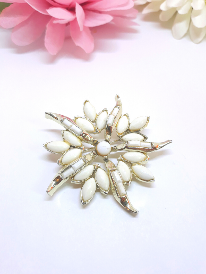 Stunning Vintage 1950s Large White Star Brooch - White Thermoset
