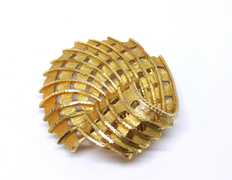Stunning Coro signed Brooch, 1950s/60s Gold Tone - Vintage Elegance