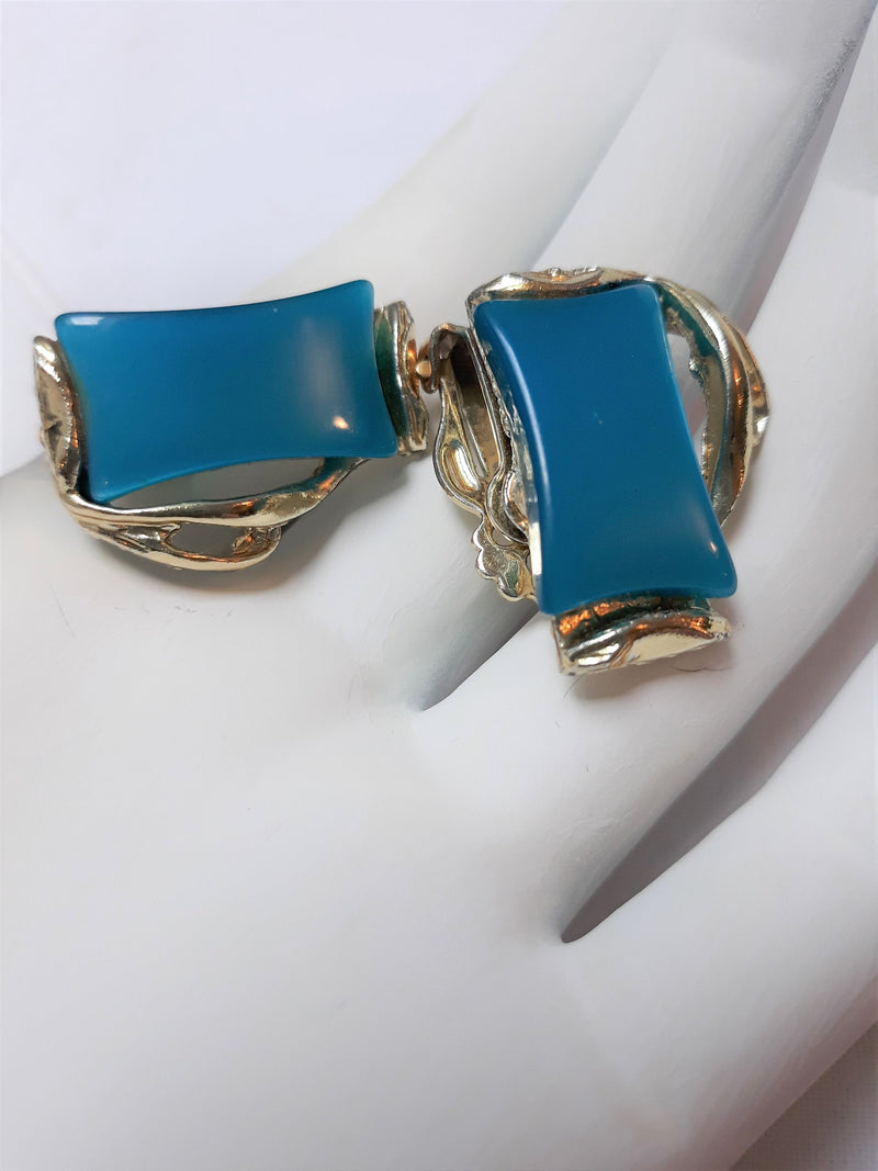 1950's Turquoise, Teal, Unsigned Rectangular Cabachon Thermoset Clip-on Earrings