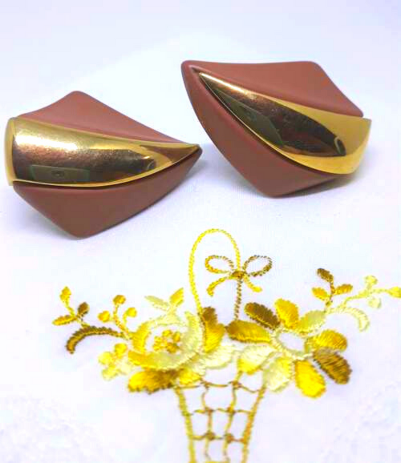 NAPIER signed, large coffee brown lucite and gold Earrings - Screw-Backs, 1960s, CHUNKY earrings
