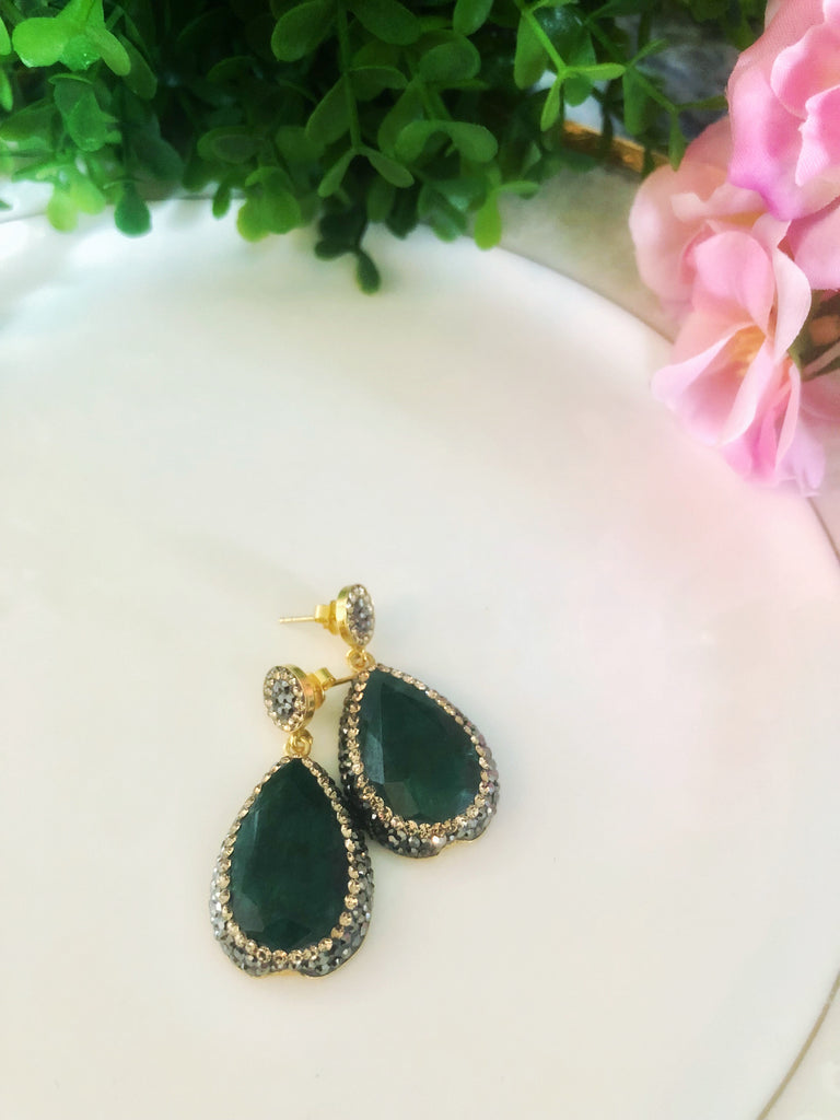 EMERALD EARRINGS ON GOLD