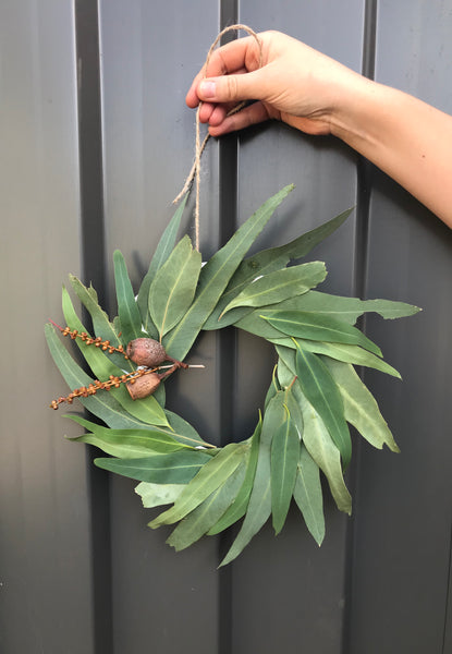 How to make your own EASY Eucalyptus Wreath