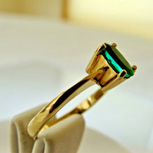 Load image into Gallery viewer, Natural Fine Natural Oval Colombian Emerald Solitaire Ring 18K Gold