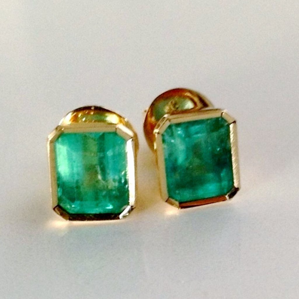 2.47ct AAA Natural Green Colombian Emerald Stud Earrings 18k Yellow Gold