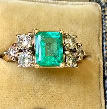 Load image into Gallery viewer, Natural 2.57 Carat Colombian Emerald Diamond Engagement Gold  Ring
