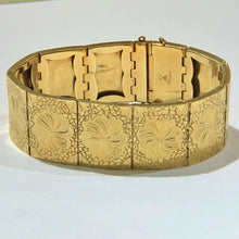 Load image into Gallery viewer, Vintage 18 Karat Yellow Gold Hand Engraving Bracelet
