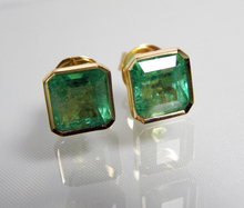 Load image into Gallery viewer, 3.90ct AAA Natural Green Colombian Emerald Stud Earrings 18k Gold