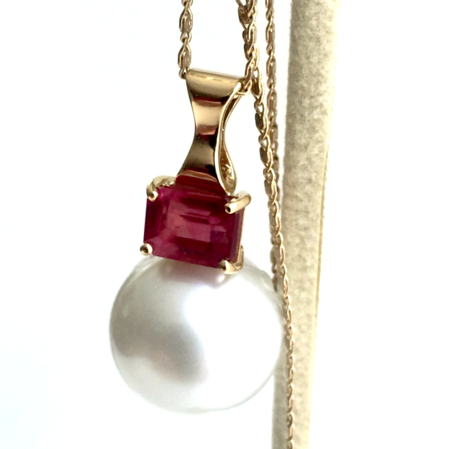 Estate Ruby & 14mm White Round South Sea Pearl Pendant Necklace 18k Gold 18