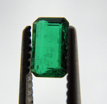 Load image into Gallery viewer, Loose Fine Green Natural Colombian Emerald Best Color