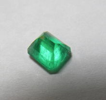 Load image into Gallery viewer, Loose 1.54 Ct Fine AAA++ Quality Colombian Emerald 6.7x6.2x4.8mm