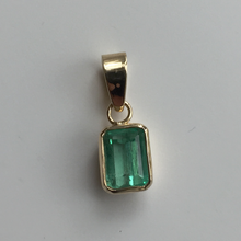 Load image into Gallery viewer, 1.55ct Colombian Emerald Solitaire Pendant Emerald Cut 18k Gold