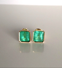 Load image into Gallery viewer, 3.50ct Natural Bright Green Colombian Emerald Stud Earrings 18k Gold