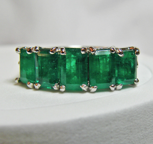 2.95ct Platinum Estate Gorgeous Natural AAA+ Color Colombian Emerald Band Ring