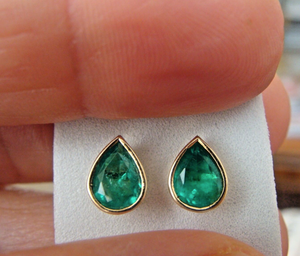 2.00ct Natural Colombian Emerald Stud Earrings Pear Cut 18K Yellow Gold