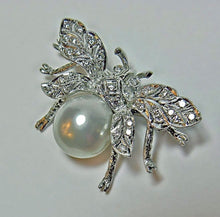 Load image into Gallery viewer, White South Sea Pearl Diamond White Gold Bumble Bee Brooch Pin Broche 18K