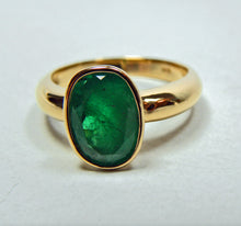 Load image into Gallery viewer, 2.50 Carat Natural Colombian Emerald Solitaire Ring 18K Gold