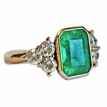 Load image into Gallery viewer, 5.70 Carat Fine Colombian Emerald Diamond Engagement Ring 18K Gold