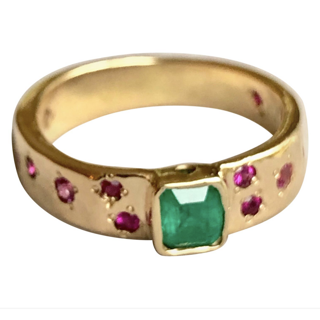 Natural Emerald Ruby Band Ring Rare Hammered 18K