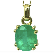 Load image into Gallery viewer, Classic Solitaire Oval Emerald Pendant 18K