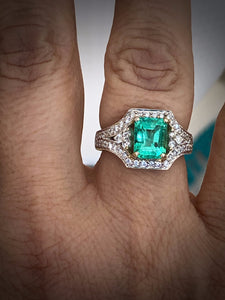 2.91 Carats Vintage Colombian Emerald Diamond Engagement Ring 18k