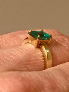 Colombian Emerald Solitaire Engagement Ring 18K Gold 100% Natural