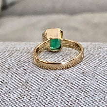 Load image into Gallery viewer, 2.40 Carat Vintage Natural Emerald Solitaire Gold Ring