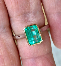 Load image into Gallery viewer, Estate Solitaire Emerald 18 Karat Platinum Ring