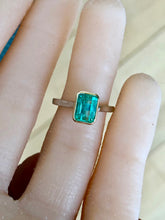 Load image into Gallery viewer, Estate Solitaire Emerald 18 Karat & Platinum Ring