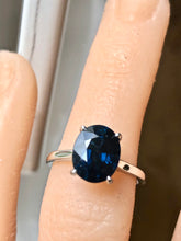 Load image into Gallery viewer, 3.80 Carat Solitaire Engagement Sapphire Platinum Ring