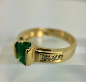 Vivid Emerald Solitaire Ring 18K Yellow Gold