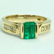 Load image into Gallery viewer, Vivid Emerald Solitaire Ring 18K Yellow Gold