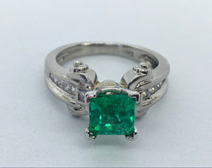 Estate Platinum Natural Colombian Emerald & Diamonds Solitaire Ring