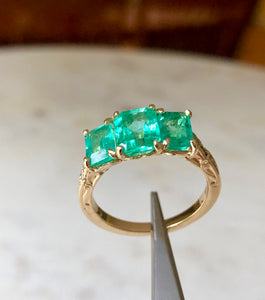 Fine Glowing 3.10 Carat Colombian Emerald Three Stone Ring 18K Yellow Gold