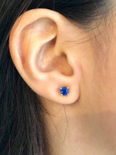 Load image into Gallery viewer, Blue Sapphire Platinum Stud Earrings