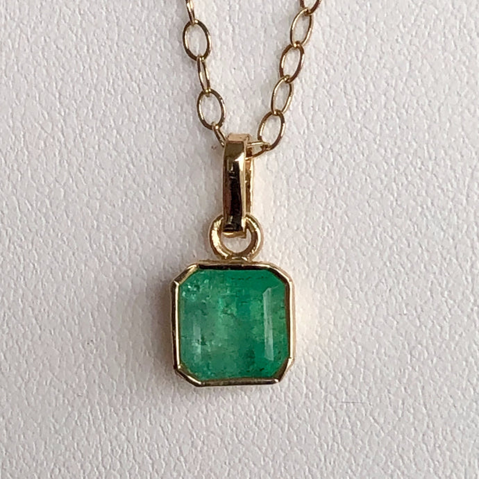 1.50 Carat Colombian Natural Colombian Emerald Solitaire Pendant-Charm 18K