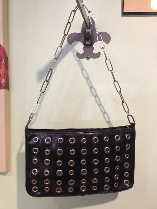 BLACK FAUX LEATHER CHAIN LINK HANDBAG