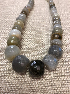SHINY STONE NECKLACE