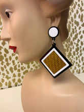 CONTRAST WICKER EARRINGS