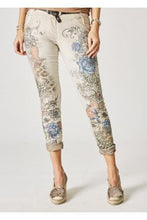 PRINTED BLUE JEANS WITH SHINY PEARLS