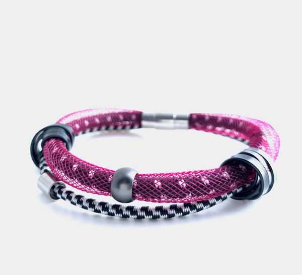 This Bracelet has netted tubing with two different kinds of shock cord, mixed beads and aluminum wire with a magnetic clasp. It is 19cm.