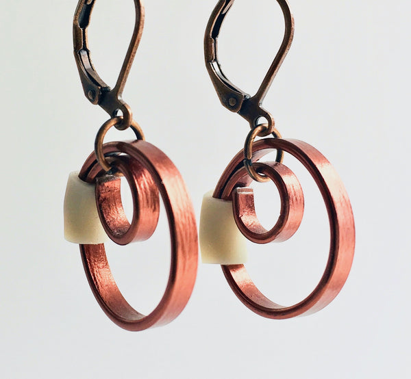 These Reel earrings with a beige accent are a simple fairly small earring that hangs 2cm long.