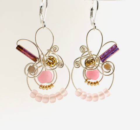 Classic MiMi: Large classic MiMi earrings in pink with metallic accents