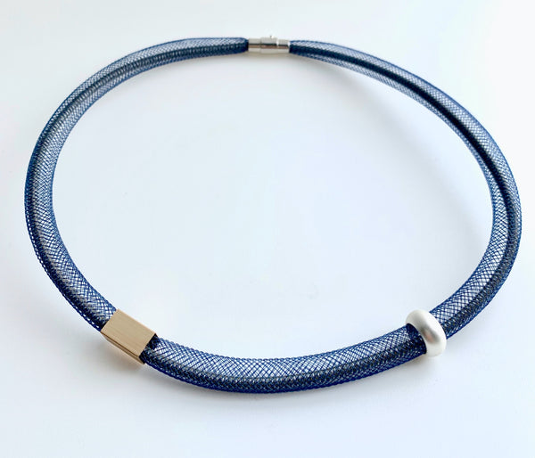 This Short Tubular is made with taupe shock cord and navy netted tubing. it is 46cm
