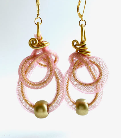 A super pretty combination of a blush pink and gold. They are surprisely lightweight. Made with gold coloured aluminum wire, pink plastic netting, gold plastic bead and leverback hooks. They hang 7.5cm long and are 4cm wide.